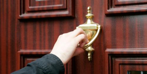 O-EI-HOUSE-CALL-DOOR-KNOCK-facebook