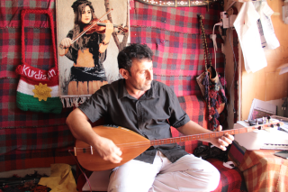 The Saz player Bakr Savan in his workshop Photo Rolf Killius