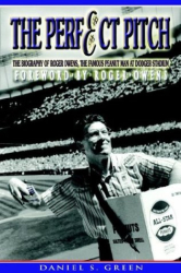 Daniel S. Green: The Perfect Pitch: The Biography Of Roger Owens The Famous Peanut Man at Dodger Stadium