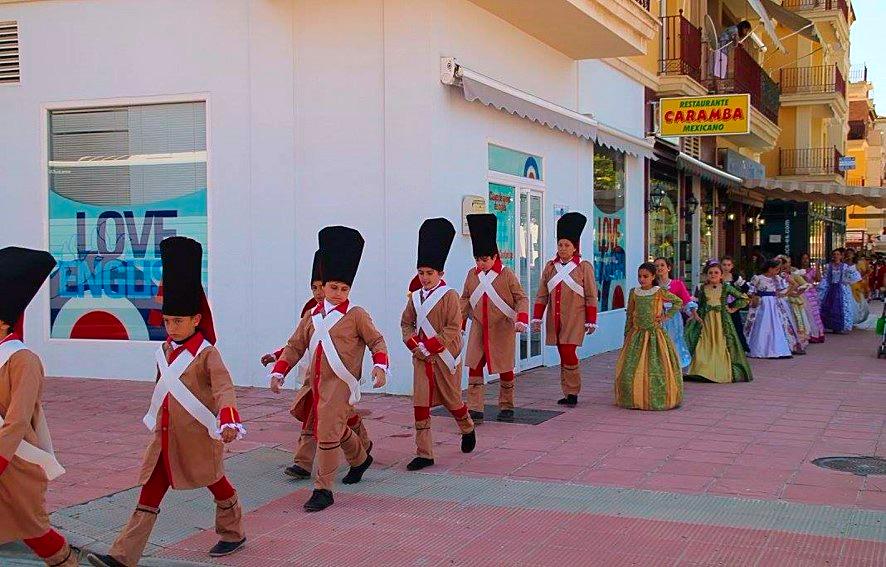 Desfile y representación del alumnado del Colegio Público de Educación Infantil y Primaria 'Custodio Puga' de la batalla de Pensacola en Macharaviaya  | CEIP 'Custodio Puga' en Facebook