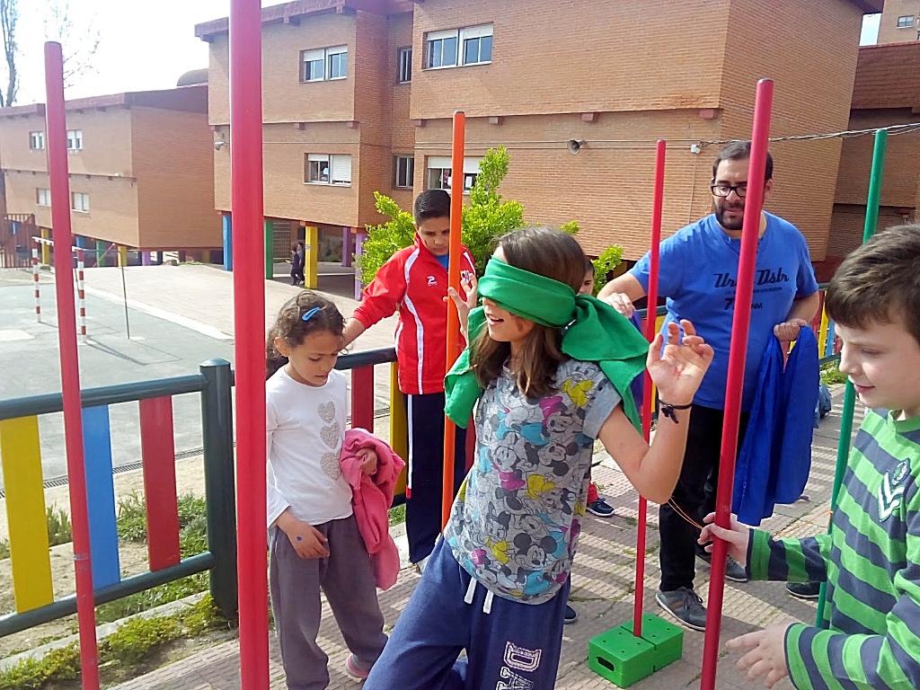 Dentro de 'Hermanadas por la Justicia Social', y como Proyecto de los estudiantes en prácticas de Animación Sociocultural, alumnos y alumnas de 4º de E. Primaria del Colegio 'La Rioja' emprendieron un viaje como refugiados.