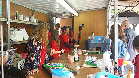 Estudiantes del IES 'García Lorca' en las X Jornadas de Ciencia en la Calle, Diverciencia | IES 'García Lorca'