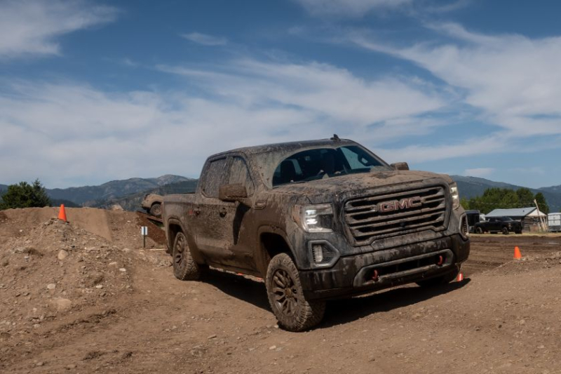 2020 GMC Sierra 1500 AT4 Off-Road Front View