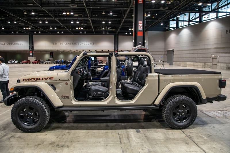 2020 Jeep Gladiator Mojave Side Profile, Top and Doors Off