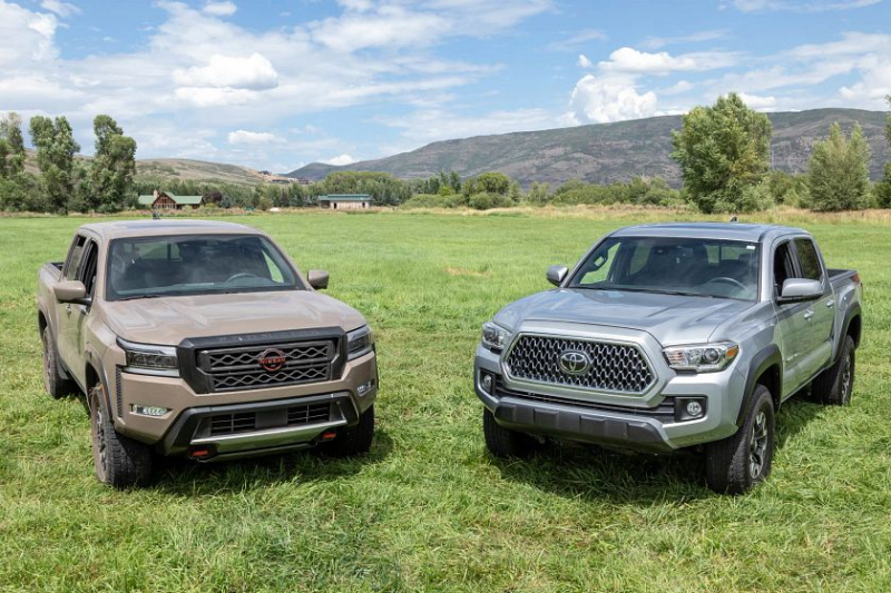2022 Nissan Frontier Pro-4X (left) and 2021 Toyota Tacoma TRD Off-Road