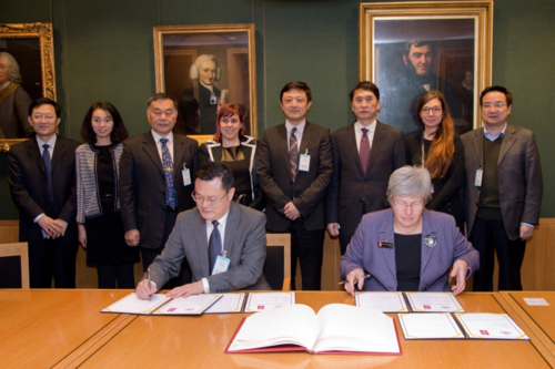 The delegation from Shandong University, together with the British Library representatives during the signature ceremony