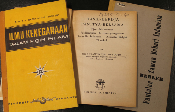 Indonesian publications on law, politics and international relations from the 1960s.