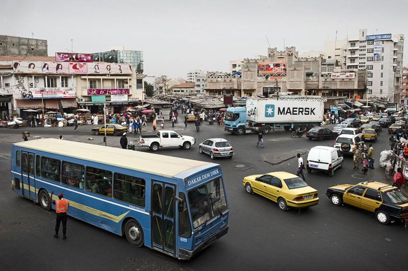 The_bustling_streets_of_Dakar,_Senegal_(6953619940)